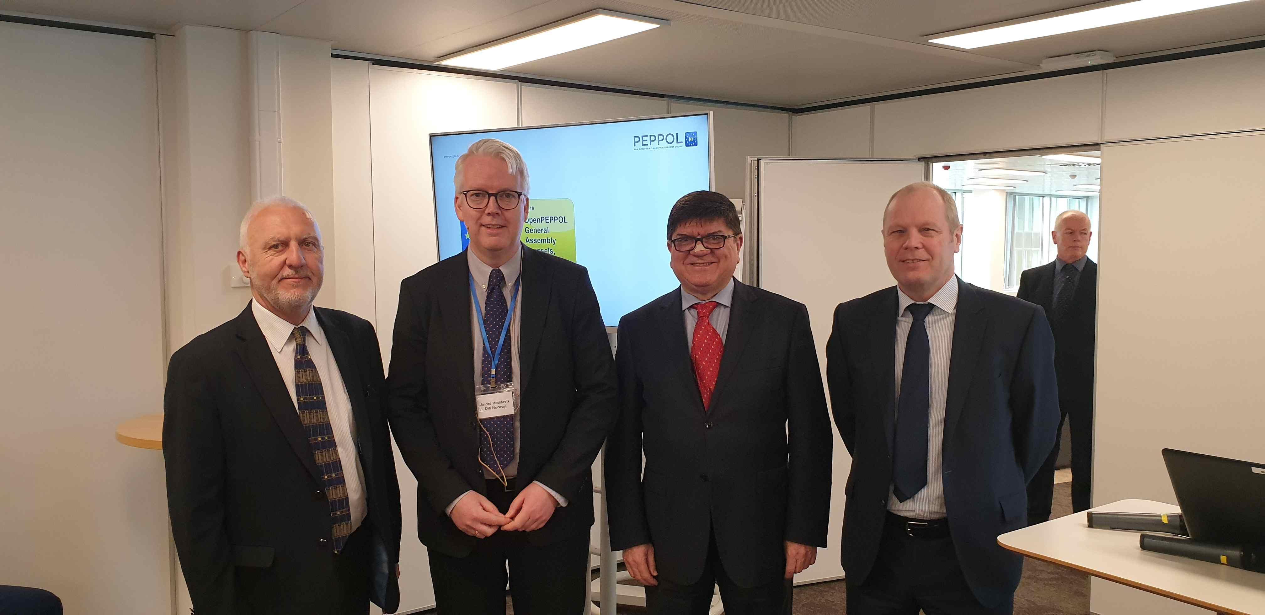 André; Hoddevik, Secretary General OpenPEPPOL and Steve Graham, GS1 UK Health department.